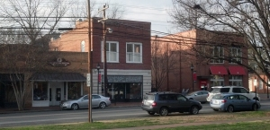 131 N. Main St. housed White-Jetton Drug. Co. (white and brick front).