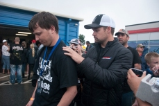 Ricky Stenhouse Jr. signed an autograph. (David Boraks photo)