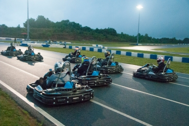 Drivers pull away from the start of the 15-lap professional drivers final. (David Boraks photo)